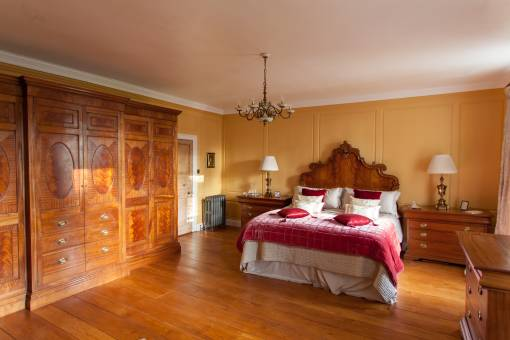 Mahogany Bed room furniture with oak flooring