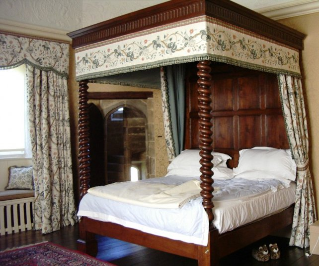 oak four poster bed with hand turned spiral posts and fluted frieze
