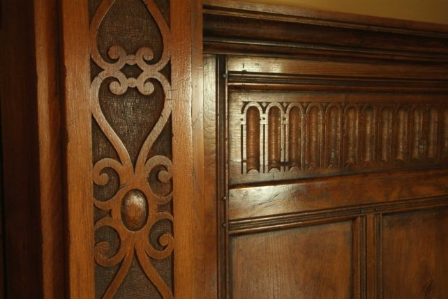 detailing of carved pilasters and fluted freize